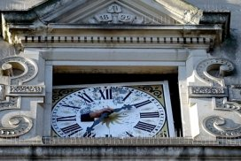 Umfassende Restaurierung der Rathausuhr hat begonnen